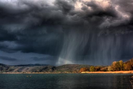 spectacolul naturii; nori negri