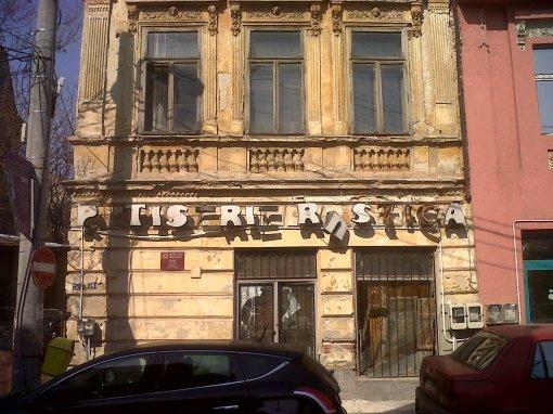 Fatada unei cladiri istorice din Romania