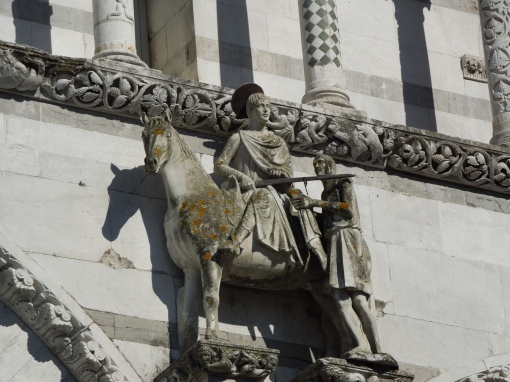 Sf Martin imparte haina cu un sarac