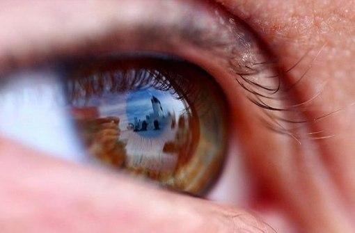Cum se reflecta lumea in ochii nostri, stim.  Dar cum ne reflectam noi in ochii lumii, stim?