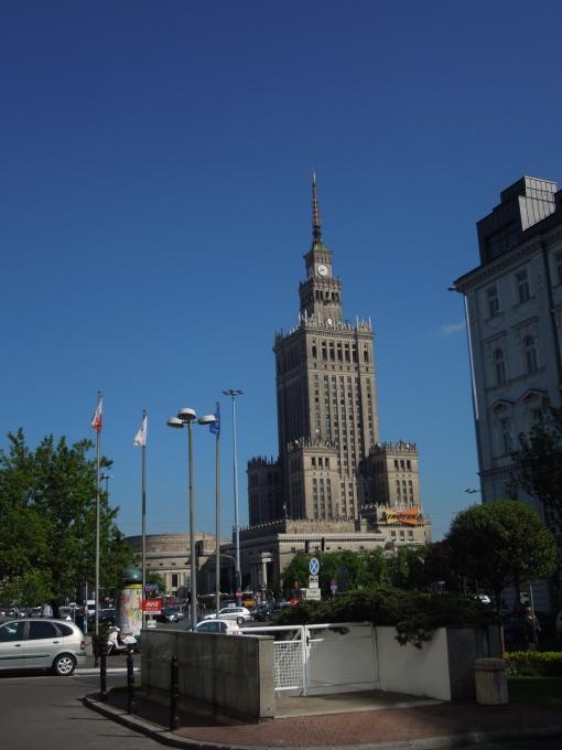 Varsovia - impunatoare dar izolata, arhitectura comunista ramane un fel de ciudatenie acceptata cu umor de polonezi ...