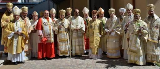 Grupul Ierarhilor prezenti la consacrarea Episcopiei  Greco-Catolice a Bucurestilor. 30 August 2014